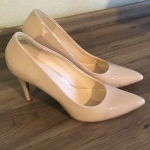 Classic Nine West nude patent leather shoes